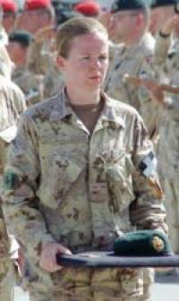La Capt Whitty apporte le béret du Maj Yannick Pépin juste avant son rapatriement. Le Maj Pépin fut tué par un EEI le 6 septembre 2009 avec le Cpl Jean-François Drouin. Les deux étaient membres du 5e Régiment de Génie du Canada de la Base de Valcarrtier au Québec.