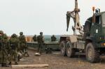 Des membres de la 24e Troupe de la Réserve s'entraînent à la construction de pont lors de l'Ex MAROON RAIDER 2018