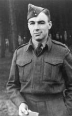 Lt Doug Graham in England 1943