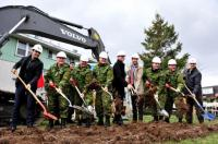 The first shovelfuls of earth are turned during a ceremony marking the official start of construction work on the new 35 CER Armoury // Une première pelletée de terre a été soulevée pour souligner le début des travaux de construction du nouveau manège militaire du 35 RGC à Sainte-Foy. Photo Lt Isabelle Provostin Sainte-Foy. Photo: Lt Isabelle Provost