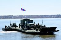 35 CER members transport an MSVS vehicle on a floating bridge set up on the St. Lawrence River. Photo // Les membres du 35e RGC transportent un véhicule MSVS sur un pont flottant monté sur le Fleuve St-Laurent. Photo : Lt Isabelle Provost
