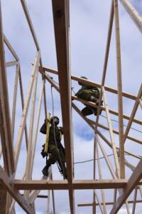 Members of 4 ESR Construction Troop working on a new Habitat for Humanity home in Saint John during Ex Nihilo Sapper 2015. // Des sapeurs du 4 RAG construit d'une nouvelle maison d'Habitat pour l'humanité à Saint John dans le cadre de l'ex Nihilo Sapper 2015. Photo: WO/l'Adj Jerry Kean