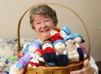 Shirley O'Connell is appealing to the knitting community to help make crocheted Izzy Dolls for refugee children when they arrive in Canada // Shirley O'Connell fait appel à la communauté du tricot pour fabriquer des poupées Izzy à l'intention des enfants réfugiés arrivant au Canada - Photo: Jean Levac / Ottawa Citizen
