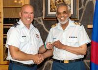 2 Wing Commander Col Luc Boucher presenting the HCol wings to 4CES HCol Ajaz Quraishi // Le commandant de la 2e Escadre, le Col Luc Boucher, présente les ailes du colonel honoraire au Col hon Ajaz Quraishi du 4e Esc GC