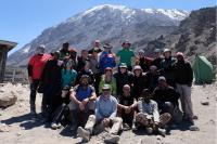 Le groupe de 19 alpinistes canadiens accompagnés de leurs guides
