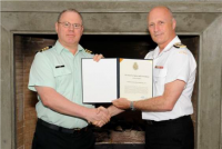 LCol Paul Fleet, MSM, CD receives the CDS Commendation