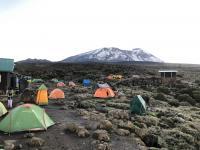 La vue du pic de Uhuru de la site de camp de Shira II.