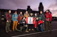 L'équipe de Kilimandjaro de CMR sur le terrain de parade